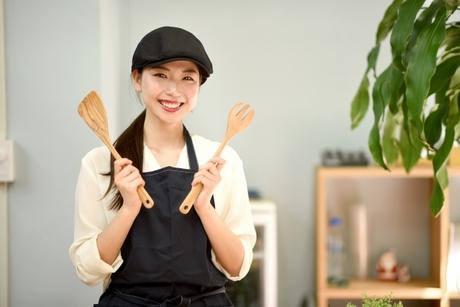 店内で働くスタッフに食事を作るお仕事です。メニュー立案から全てお任せします。調理好きな方大歓迎